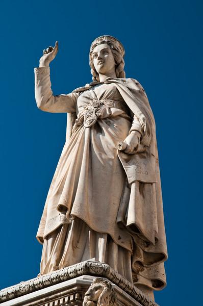 Oristano: monumento a Eleonora D'Arborea