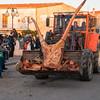 Ottana: Festa di Sant'Antonio Abate. Trattori conferiscono la legna per l'accensione del fuoco.