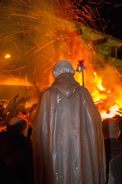 Ottana: la processione dei fedeli in occasione della festa di Sant'Antonio Abate. Durante il rito la statua del santo viene fermata per 3 volte davanti al fuoco.