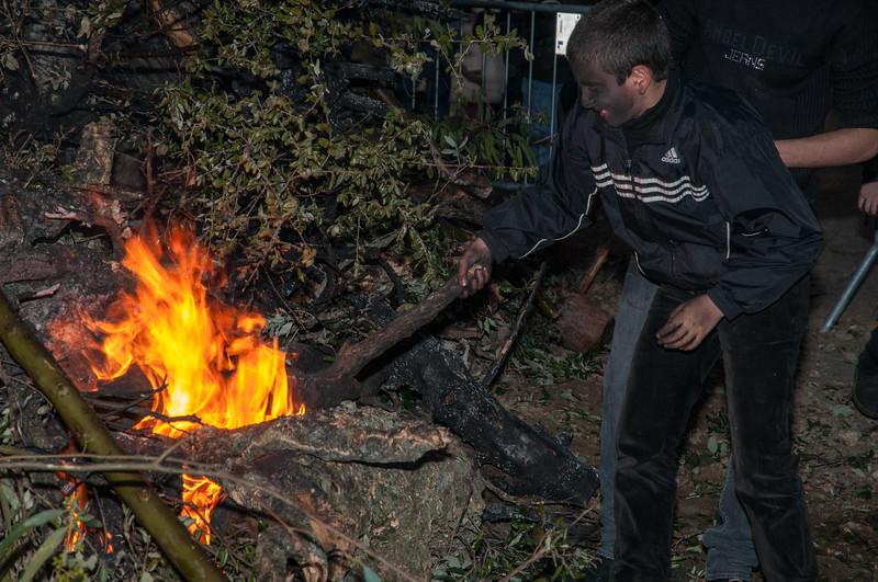 Ottana: festa di Sant'Antonio Abate. Bambini attizzano il fuoco.  EDITORIAL USE ONLY - SOLO USO EDITORIALE.