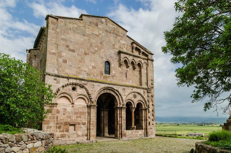 Chiesa di Sant'Antioco di Bisarcio, nei pressi di Ozieri.