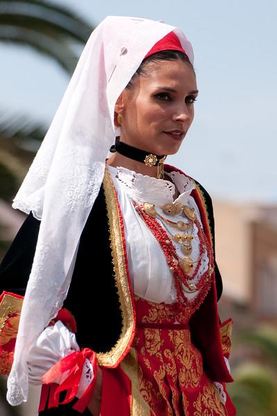 Sardinia, Italy: Sassari, Cavalcata Sarda Festival. A woman wearing a traditional sardinian dress. Cavalcata Sarda: sfilata dei costumi tradizionali della Sardegna