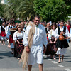 """Sardinia, Italy: Sassari, Cavalcata Sarda Festival. Folk group """"Gli Scalzi"""" from Cabras. Cavalcata Sarda: sfilata dei costumi tradizionali della Sardegna. Gruppo folk """"Gli Scalzi"""" di Cabras"""