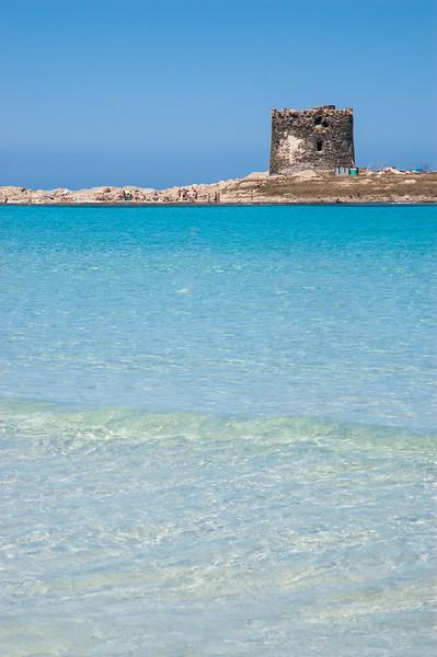 Stintino: spiagga e torre della Pelosa, nei pressi di Capo Falcone.