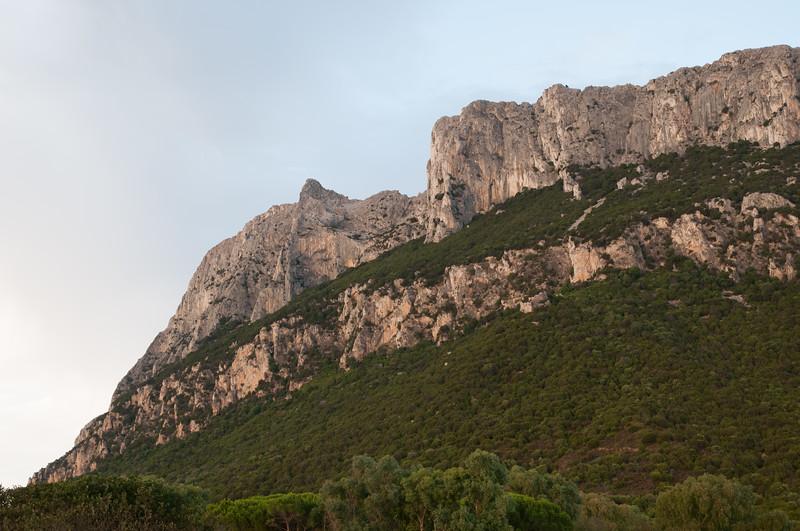 Isola di Tavolara, parete rocciosa.
