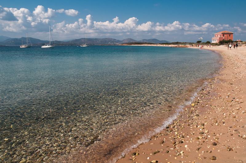 Sardinia, Italy: Spalmatore di Terra beach on Tavolara island - Sardegna: la spiaggia Spalmatore di Terra sull'isola di Tavolara