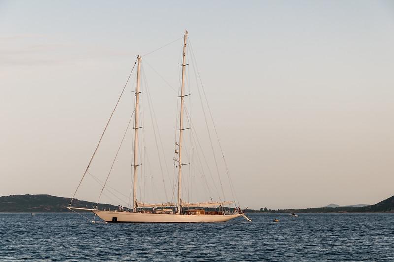 Olbia, veliero ormeggiato nei pressi dell'isola di Tavolara.