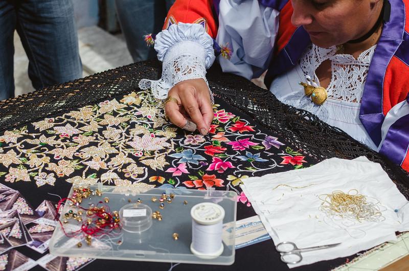 Oliena (NU), Italy, 15.09.2013. Cortes Apertas. Artigianato locale: ricamo dello scialle del costume femminile di Oliena.