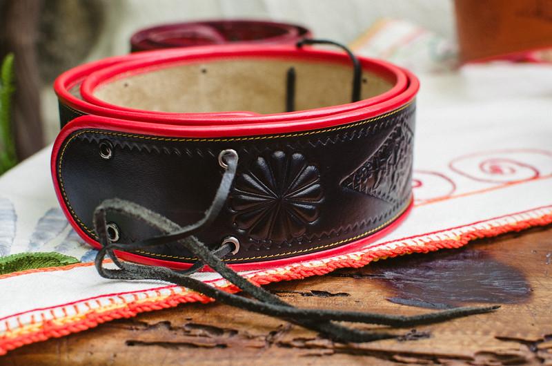 Oliena (NU), Italy, 15.09.2013. Cortes Apertas. Artigianato locale: una cintura per costume tradizionale da uomo.