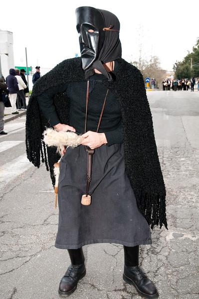 Sardinia, Italy: traditional carnival masks - Maschere tradizionali della Sardegna: Sa Filonzana dei Boes e merdules di Ottana