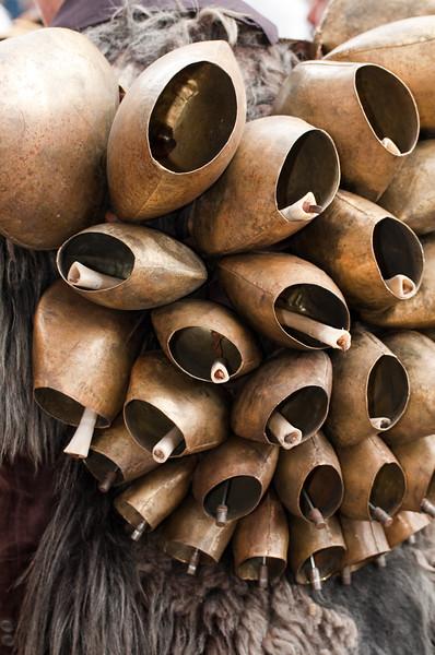 Sardinia, Italy: traditional carnival masks - Maschere tradizionali della Sardegna: i campanacci dei Mamuthones di Mamoiada