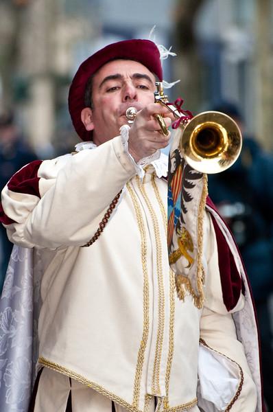 Sardinian traditional masks and dress: trumpeters of Oristano. - Maschere tradizionali della Sardegna: Trombettieri di Oristano
