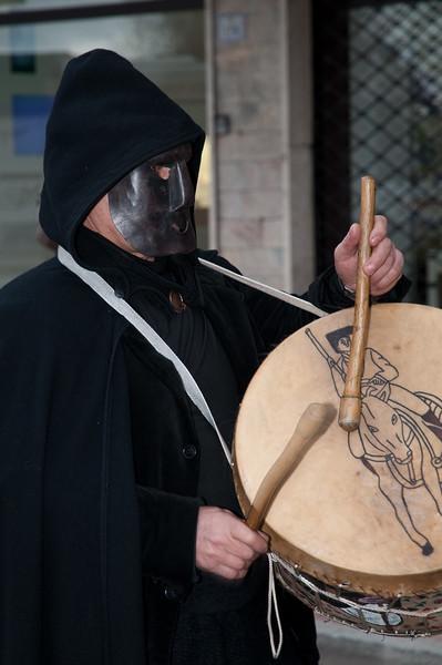 Sardinia, Italy: traditional carnival masks - Maschere tradizionali della Sardegna: Tumbarinos di Gavoi