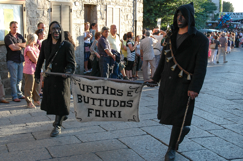 Maschere tradizionali sarde: Urthos e Buttudos di Fonni