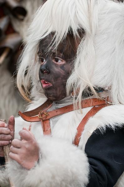 Maschere tradizionali della Sardegna: bambino con il costume dei sos Corriolos di Neoneli - (ENG) Sardinian traditional masks from Neoneli.