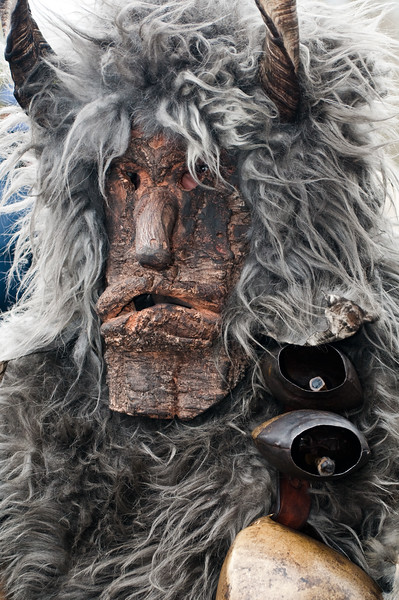 Maschere tradizionali della Sardegna: Sa Facciola Meanesa, Meana Sardo - (ENG) Sardinian traditional masks from Meana Sardo.