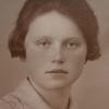 Alkemade, Cornelia Petronella Gertrudis (Corry)<br /> Geboren: Noordwijk 09-05-1902<br /> Dochter van: Nicolaas Maria en Maria Prins<br /> Gehuwd: Sassenheim 25-06-1930 met Christiaan (Chris) Verdegaal (Sassenheim 19-10-1903) – (Bilthoven 28-04-1947), (2) Sassenheim 07-10-1952 met Johannes (Jan) Heemskerk (Bennebroek 13-03-1895) – (Sassenheim 17-02-1975)<br /> Overleden: Warmond 06-03-1993, begraven te Sassenheim<br /> Beroep: onderwijzeres<br /> Beschrijving: Zij woonde in de Beukenlaan 10.<br /> Bron: GWSOS<br /> Refnr: F5634