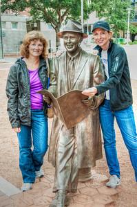 johnny-mercer-statue-women