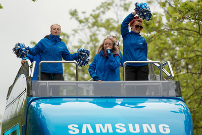 Samsung cheerleaders