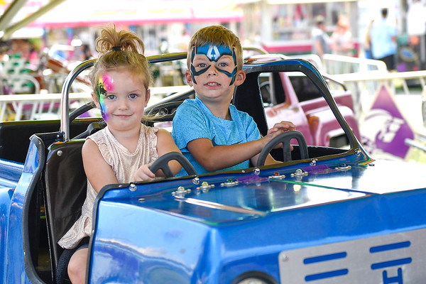 BEN MIKESELL | THE GOSHEN NEWS<br /> Sienna Cale, 2, left, with brother Atticus, 4, both of Goshen.