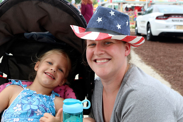 JOHN KLINE | THE GOSHEN NEWS<br /> Rikki Thompson and Eliora Thompson, 3, both of Elkhart