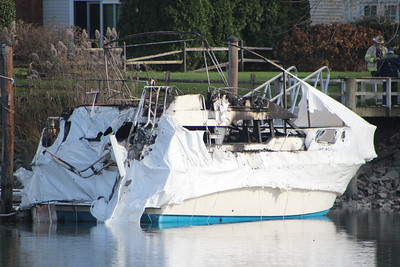 Boat fire - Dolphins Cove Quay, Stamford, CT - 11/21/2020