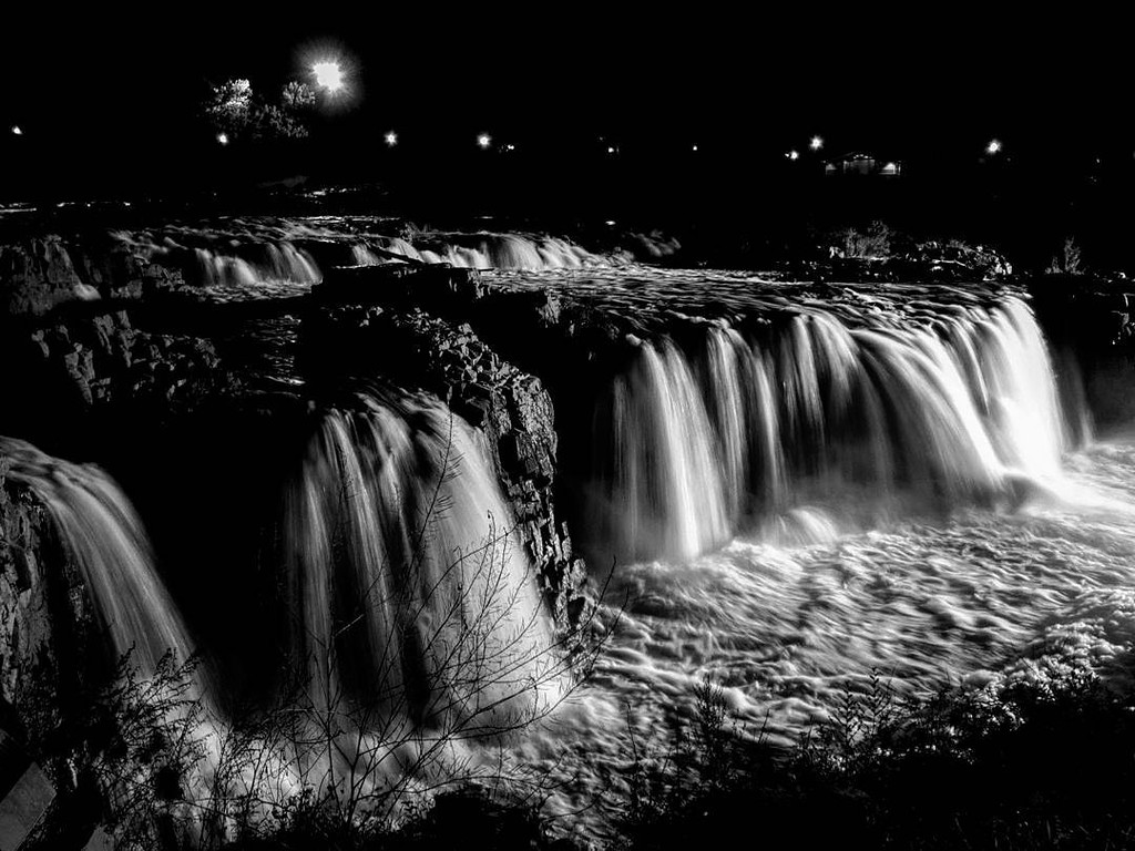 The namesake waterfall in Sioux Falls, SD