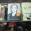 Hillary's Book, presumably translated into Danish.