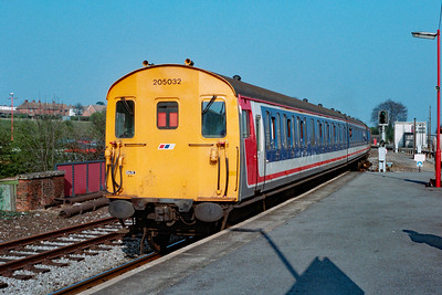 205 032 at Basingstoke on 31st March 1990