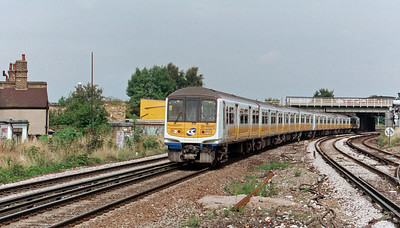 319 216 at Streatham Common on 13th August 1999