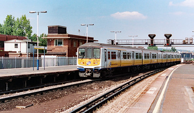 319 216 at East Croydon on 18th June 1999