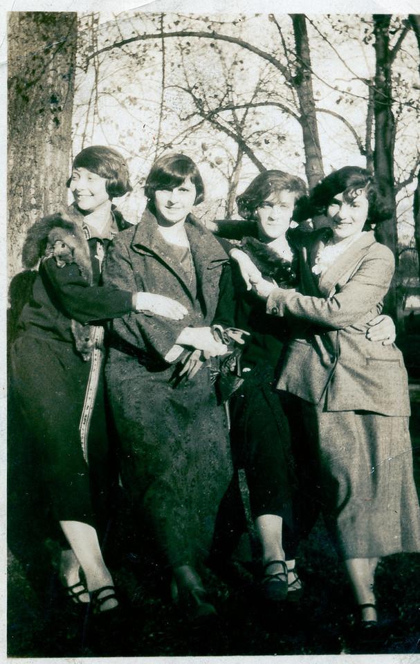 April 27 1924, Bee, Adrian, Dana (or Ana), Rose Spector