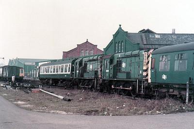 (L-R) 08101 & 08304 Lincoln (LN).
