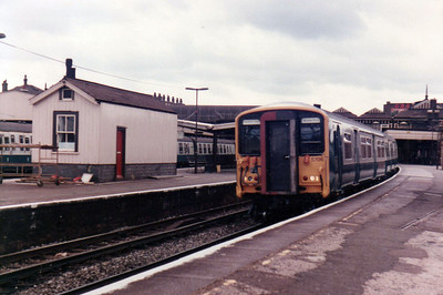 455/7 5706 pauses at Clapham Junction  21/09/84.