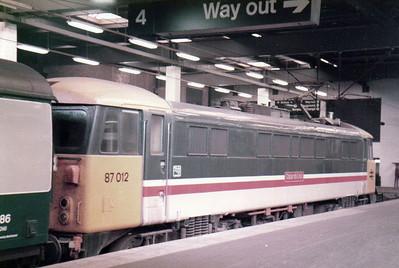 87012 'Cour de Lion' at Euston   27/08/84.