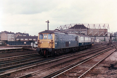 73006 passes Clapham Junction with a TPO mail train   21/09/84.