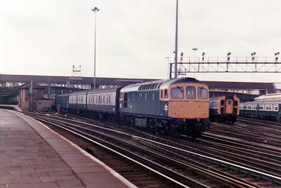 33028 passes Clapham Junction with a parcels train  21/09/84.