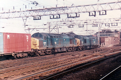 37044_37053 pass Stratford on a Freightliner   21/09/84.