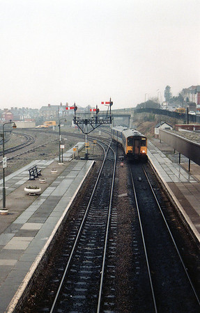 A 150/2 unit approaches Barry Station.