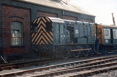 08785 & EMU 7127 soon to be converted to 411/5 at Swindon Works (ZL).