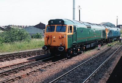 50007_D400 running round at Worksop.
