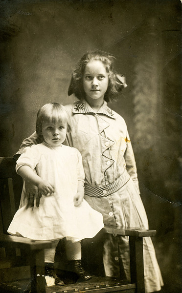 1913 (est) Mary Francis Goodrich (Baral) - on chair - with Luella Tarmon (sp)