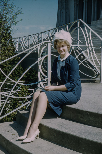 1962-06 Evelyn Baral at the Baha'i House of Worship, Wilmette