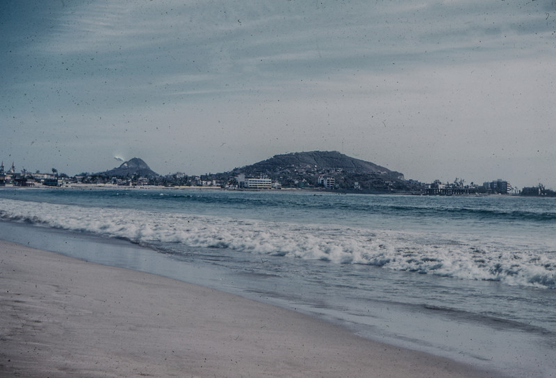 1960-06 Beach scene in Mexico
