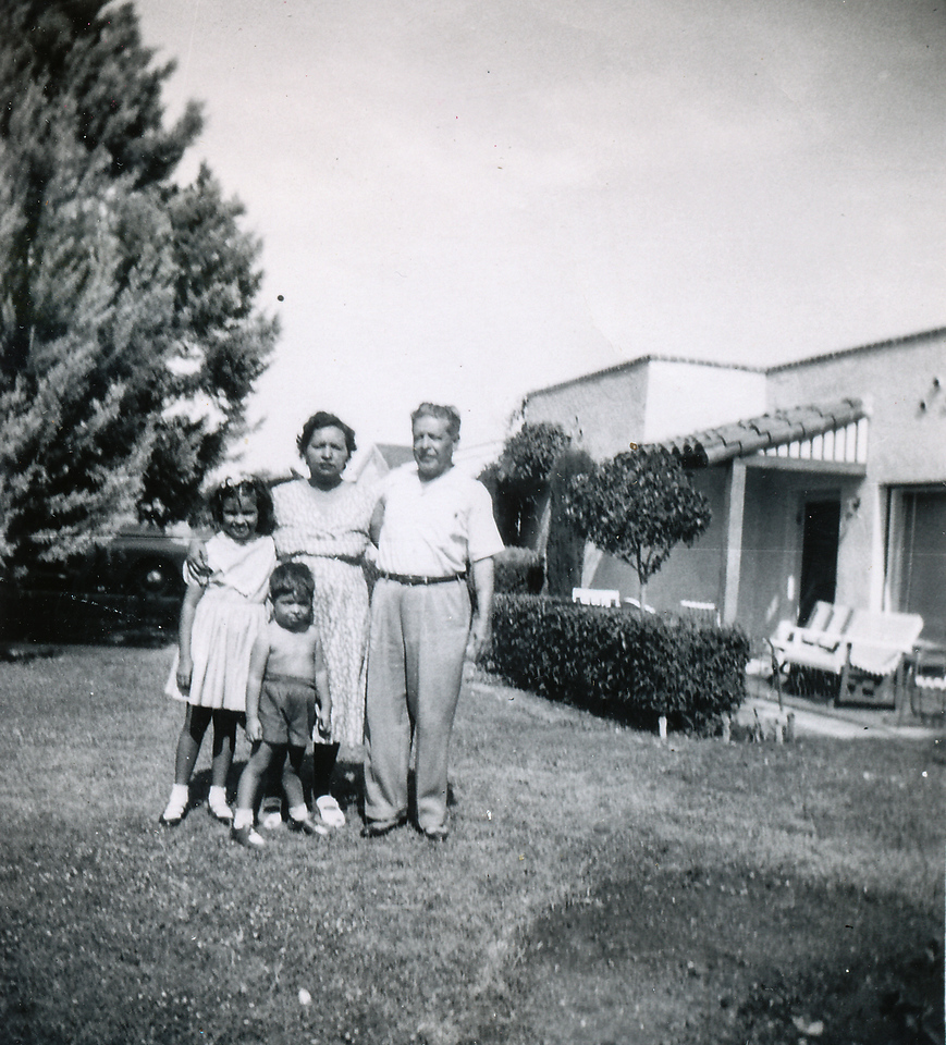Sort ID: 1952-T15 Image ID: C174.   est Date: 1952.  Photo content: Margaret, Fred, mother, dad, taken in front of 1231 E Edison St, Tucson, AZ.