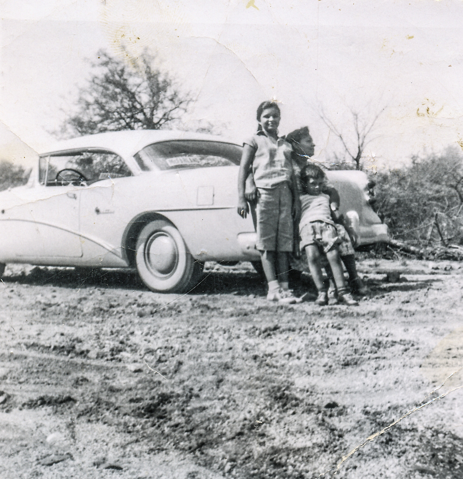 Sort ID: 1952-T20 Image ID: C219 (est) Year: 1952. Photo content: Margaret, mother, Fred. In Arizona.