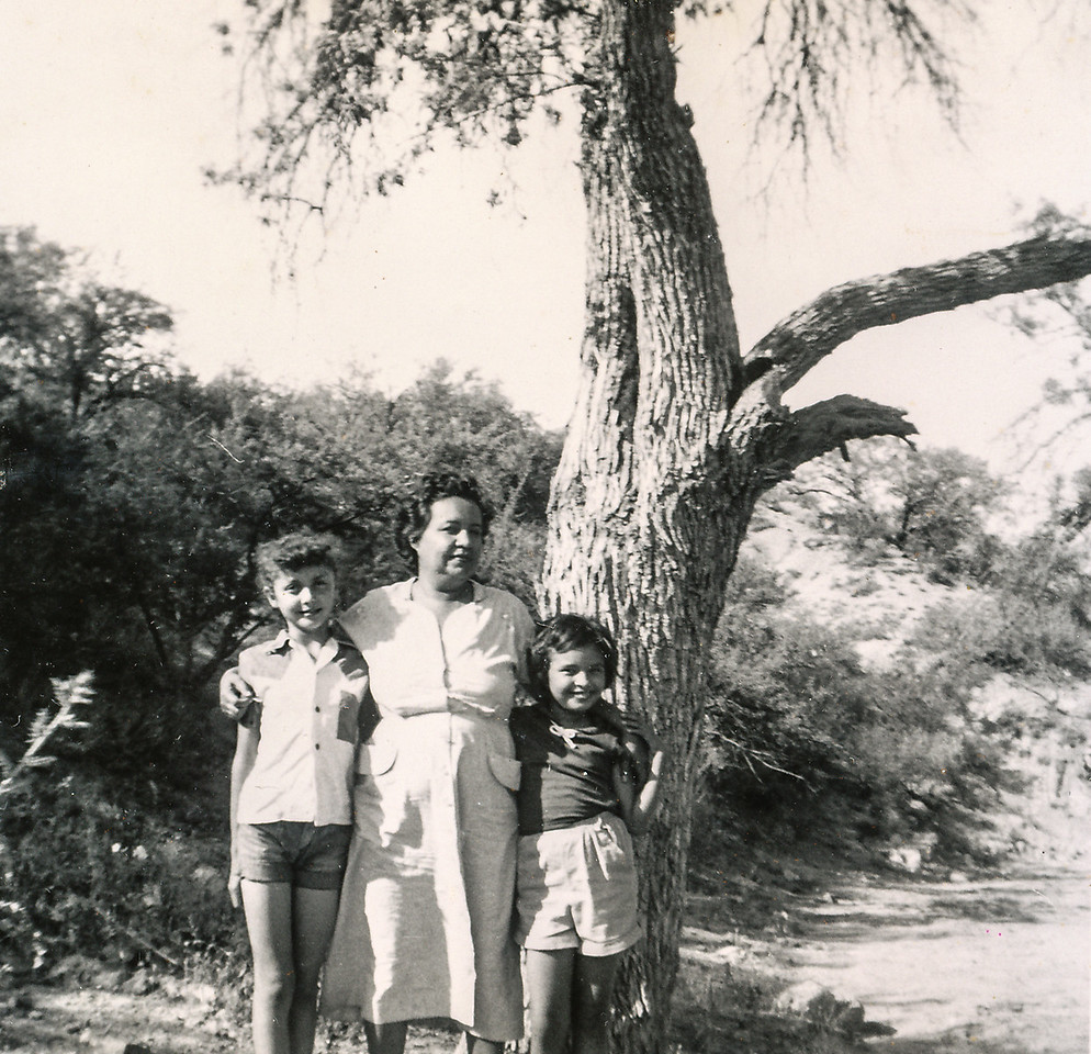 Sort ID: 1951-01 Image ID: C270 est Year: 1951. Photo content: Mary Helen, mother, Margaret in Arizona.