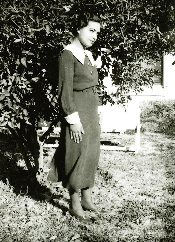 Sort ID: 1932-01 Image ID: C542 (est) Date: 1932. Photo content: Mother.
