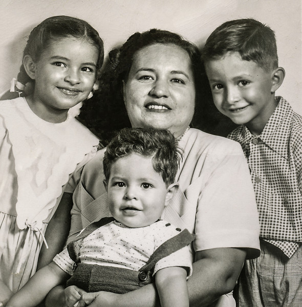Sort ID: 1950-U01 Image ID: C075 (est) Year: 1950. Photo content: Margaret, Fred, mother, Edward. Passport photo.