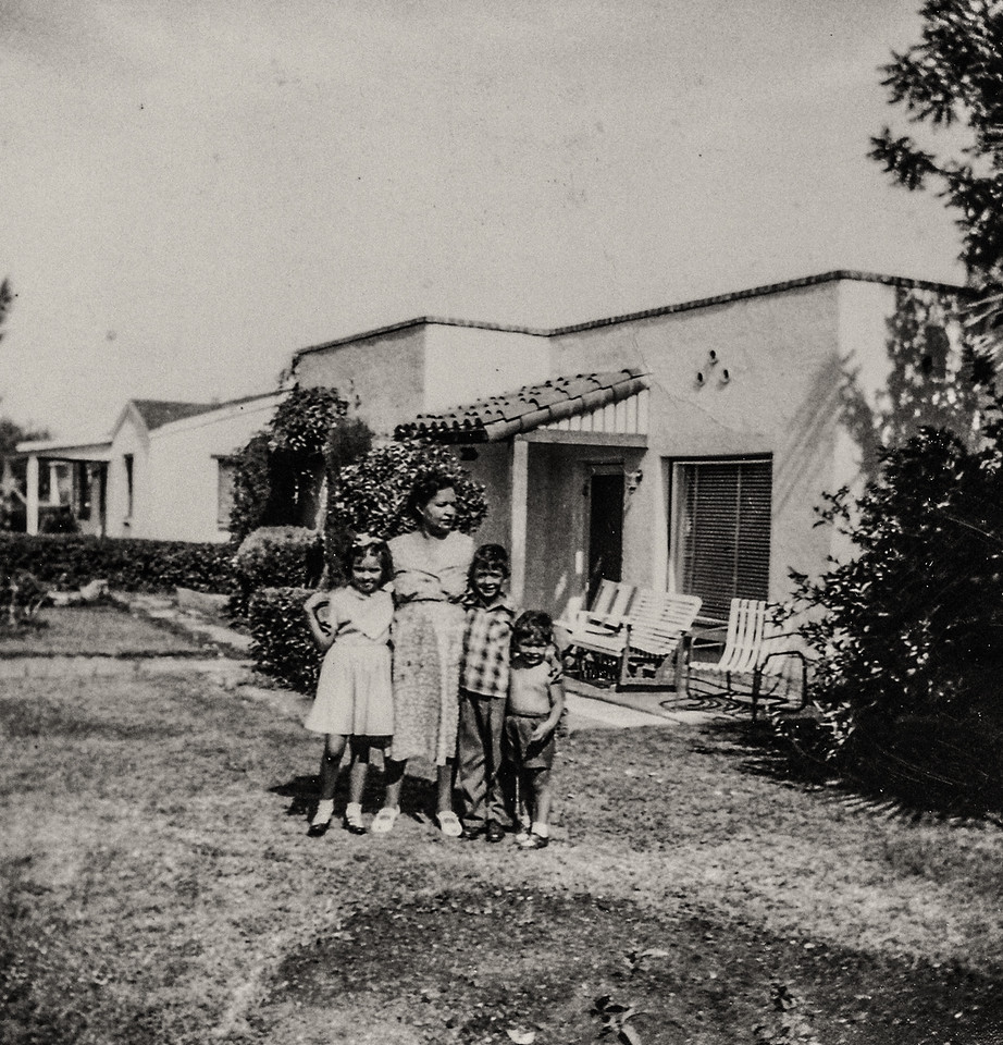 Sort ID: 1952-T02 Image ID: B025 (est) Year: 1952. Photo content: Margaret, mother, Edward, Fred. Location of photo: In front yard of 1231 E Edison St, Tucson, Arizona.